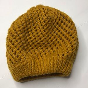 Women's knit Color gold hat One size.